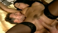 Spaanse vrouw gaat voor anale seks