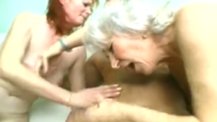 Dikke oma en dochter pijpen geile kerel tijdens trio