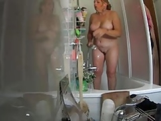 the blond angel - shower after the travel